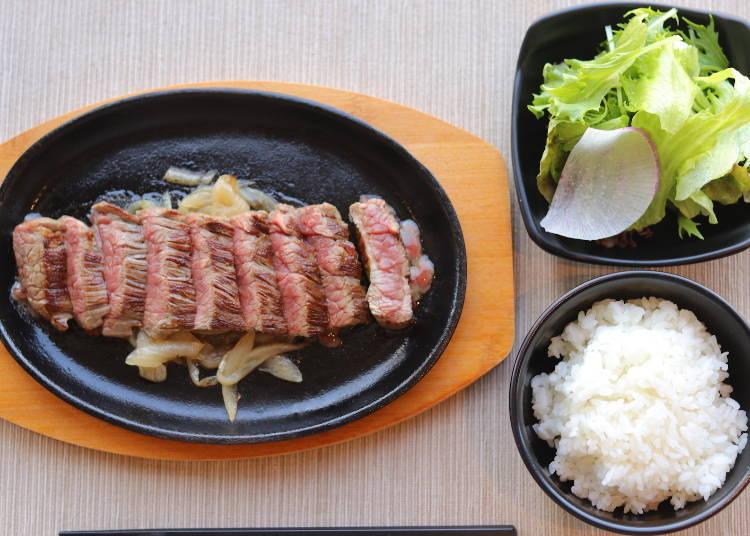 邊眺望大阪城邊享用「和牛鐵板燒」的中餐。