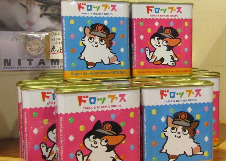 For souvenirs, the obvious choice is Tama-themed goods!