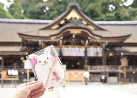 일본 나라에 있는 '오미와 신사'에서 파워 충전! 귀여운 토끼로 인연을 맺어 보자.