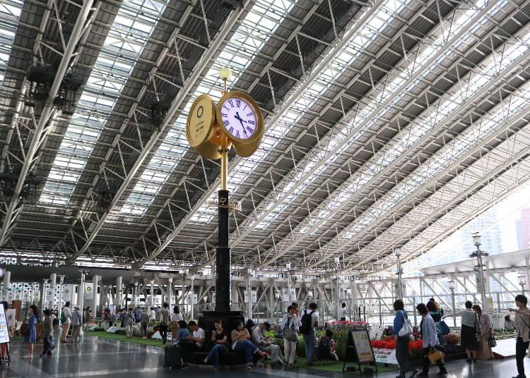 大きな時計が必見の「大阪ステーションシティ」