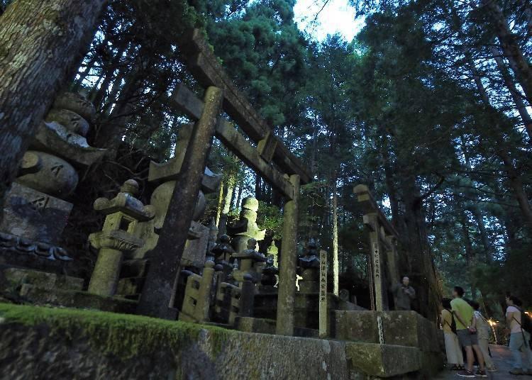 在其他可以了解奥之院的行程中享受高野山的美好吧!