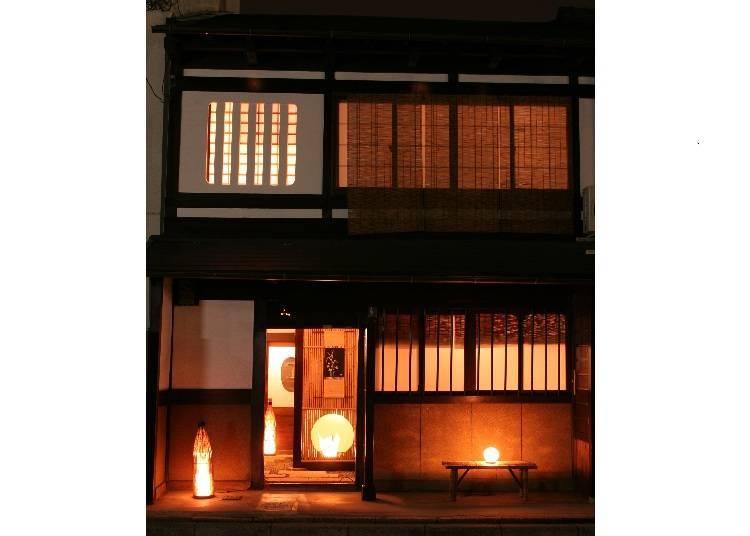 3. 전통적인 마치야와 기모노 문화를 만끽할 수 있는 [나오코노자 벳테이 우메코지]