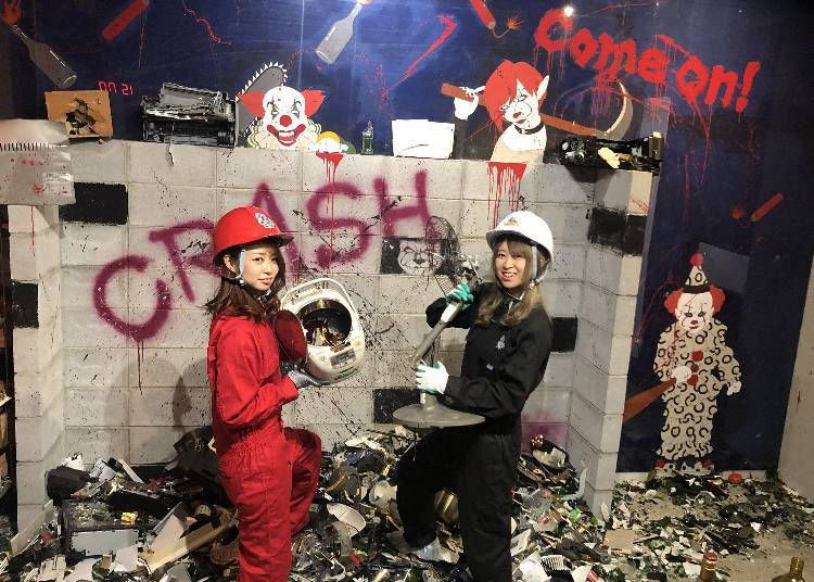 9. Crash Box: Crush and destroy things in a specially designed room to relieve stress safely and efficiently!