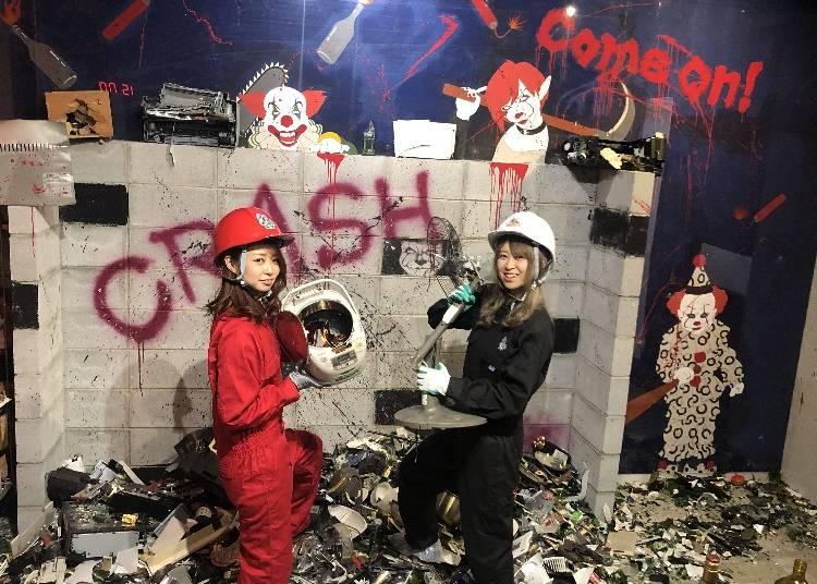 9.物が壊せる破壊部屋でストレス発散「CRASH BOX」