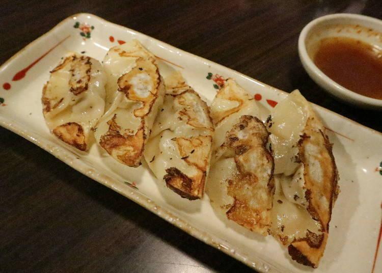 八坐和不只拉麵!連豐富配菜也都是使用神戶牛肉所製作而成