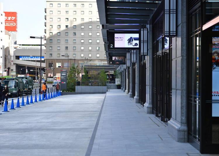 LINKS UMEDA의 1F 바깥쪽은 '요도바시 우메다 타워 앞 버스터미널'