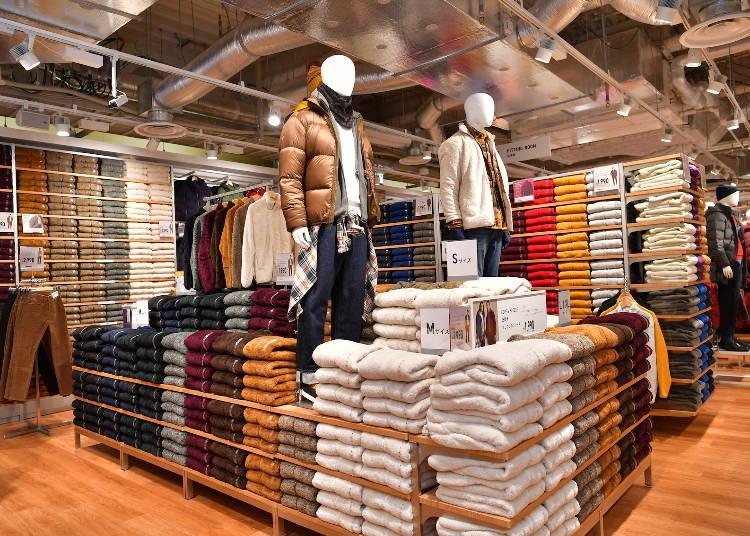 넓은 매장에서 쇼핑을 즐길 수 있는 '유니클로' (1F)