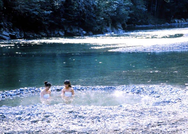 熊野本宮溫泉鄉推薦②挖掘河灘湧出溫泉!全球唯一「川湯溫泉」