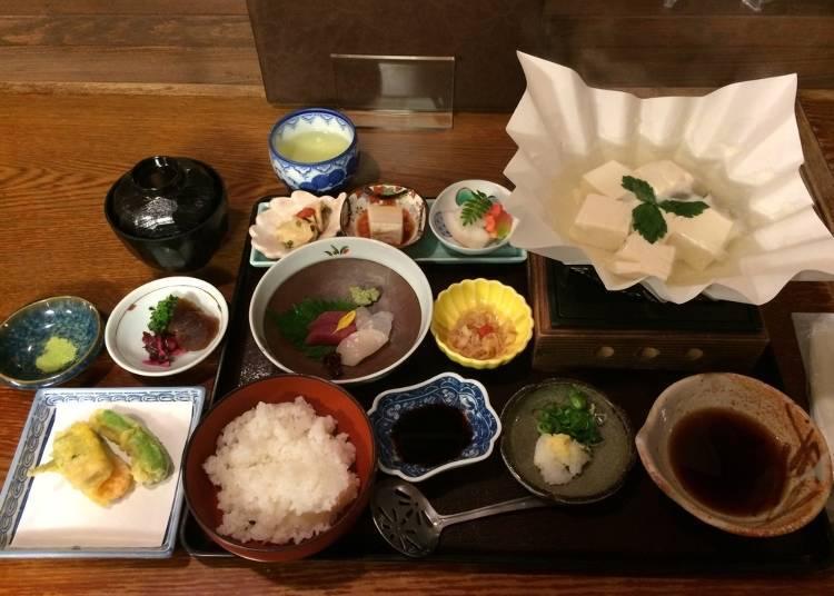 7:00 p.m. A Kaiseki dinner in Gion