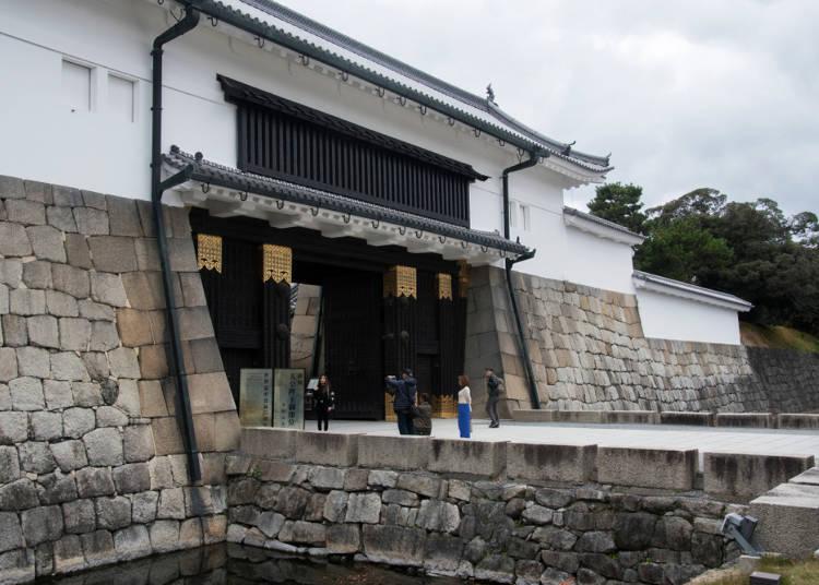 11:00 '옛 별궁 니조 성' 관광: 지하철 가라스마선 '마루타마치 역'에서 지하철 도자이선 '니조조마에 역'으로 이동 (승차시간 약 3분)