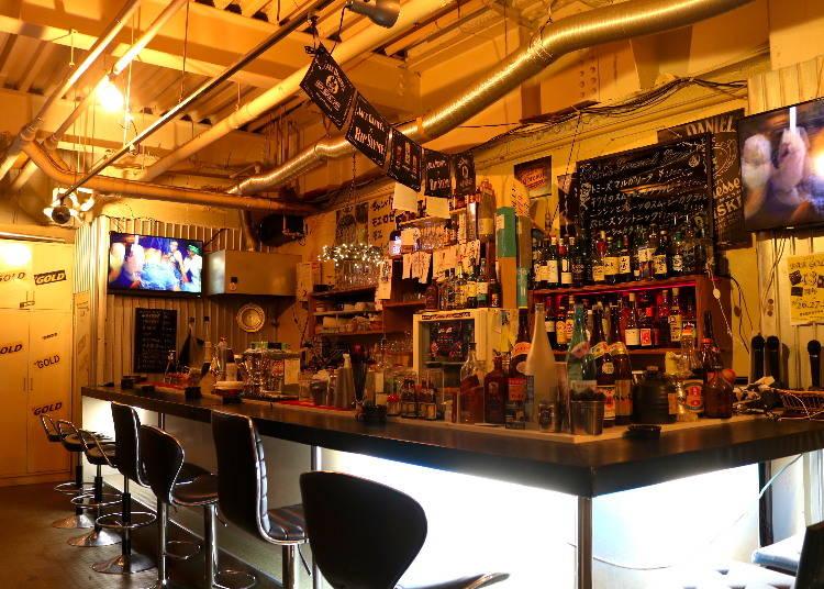 22:00〜 「GOLD Bar」でフルーツカクテルを堪能