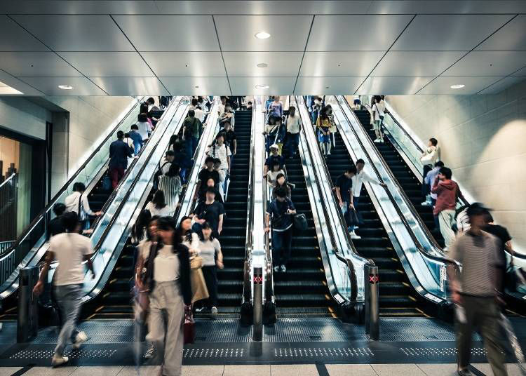 2. Tokyo VS Osaka: People stand on the opposite sides of escalators
