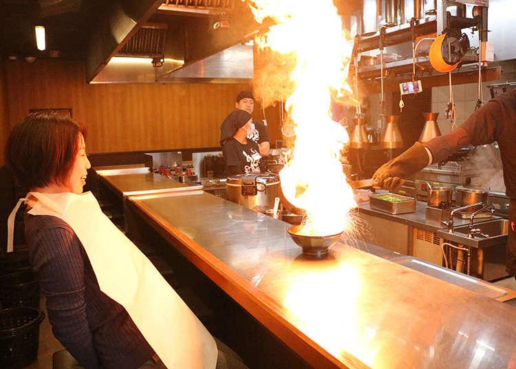 燃え上がるラーメン!京都「めん馬鹿」のファイヤーラーメンを実食
