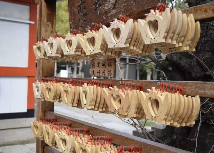 2 「恋キツネ絵馬」で良縁と縁結びを祈願する:玉造稲荷神社(大阪)