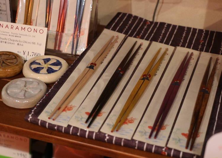 奈良車站周邊必買19. 漆器筷「鹿、若草山」