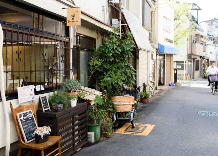 레트로 감성을 자극하는 거리와 멋진 카페가 있는 '나카자키초'
