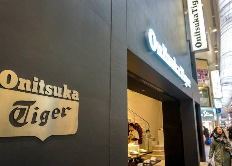 心齋橋筋商店街必買店家⑦關西地區最大賣場面積的「Onitsuka Tiger鬼塚虎」