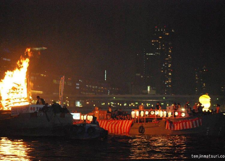 天神祭看點⑧百艘船隻大川河上交錯往返「船渡御」