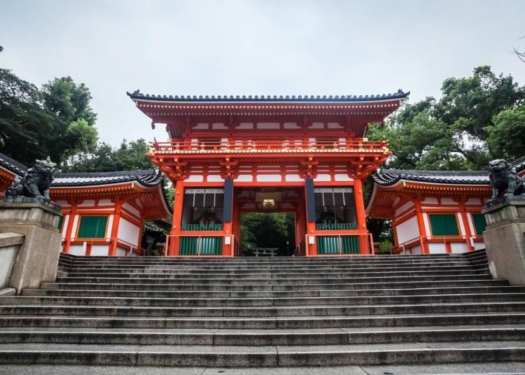 Q.パワースポットとなる神社に行くならどっち?