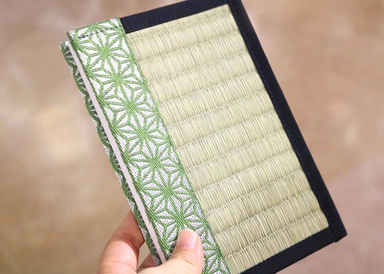 【その10】畳みたいなデザインがクール!「松葉畳店 イ草香る御朱印帳」