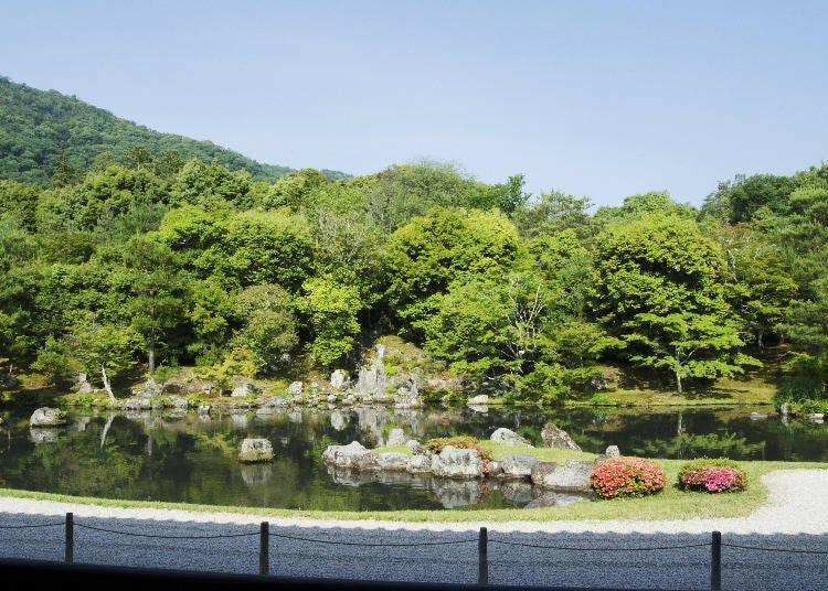 아라시야마의 웅대한 자연을 배경으로 활용한 정원을 감상해보자