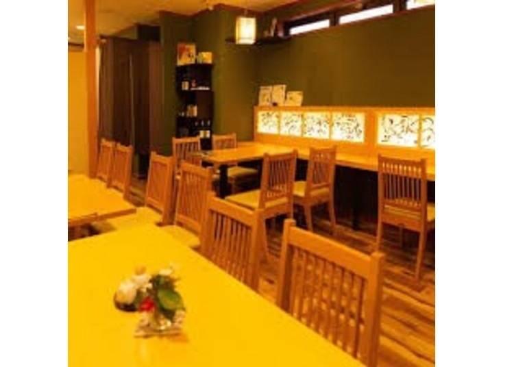 6.素朴でかわいらしい店内で和のビッフェ「京料理 ほうざん」