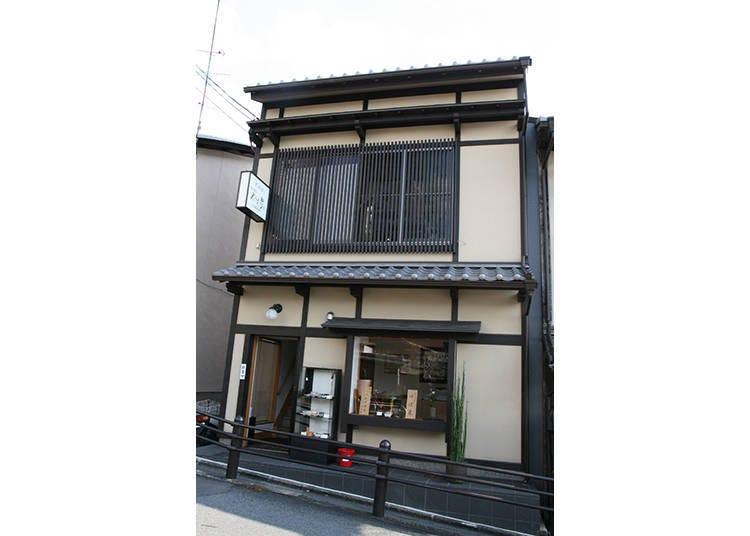 4. Kiyomizu Gojozaka Yubasen: Enjoy a smooth yuba set lunch near Kiyomizu Temple