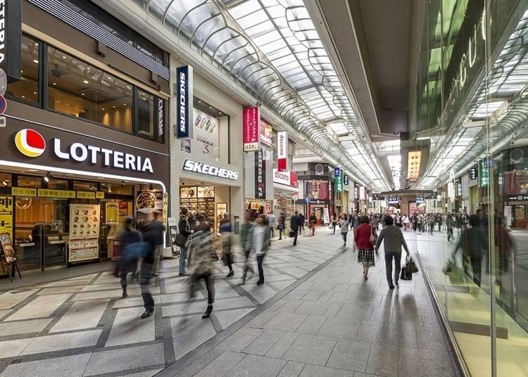 27.買い物やグルメを楽しめる「心斎橋筋商店街」
