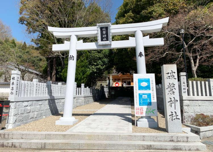 Real-life Demon Slayer? A visit to the legendary split boulder of Haban Shrine【Photos】   LIVE JAPAN travel guide