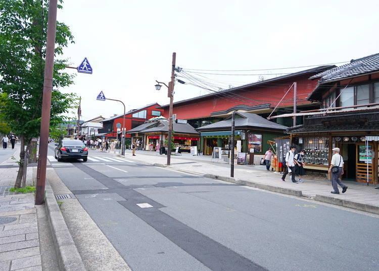 Enjoy shopping and food near Togetsukyo Bridge