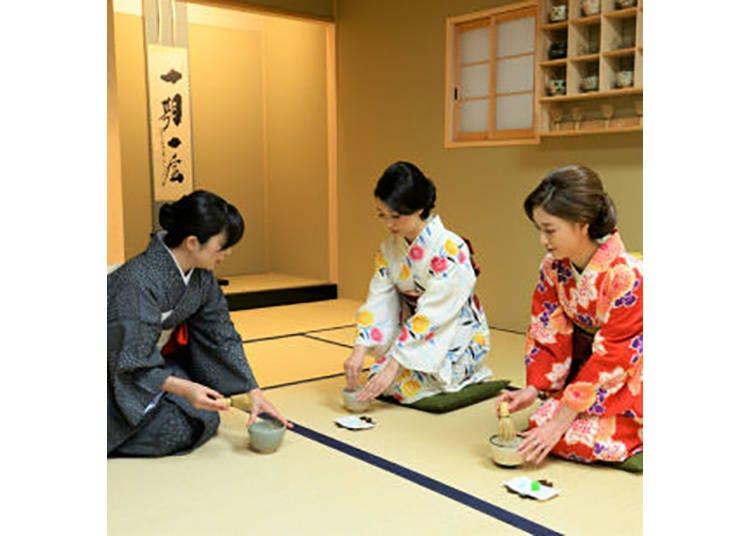 【茶道体験 和】先生指導のもと、自分で点てる抹茶は格別