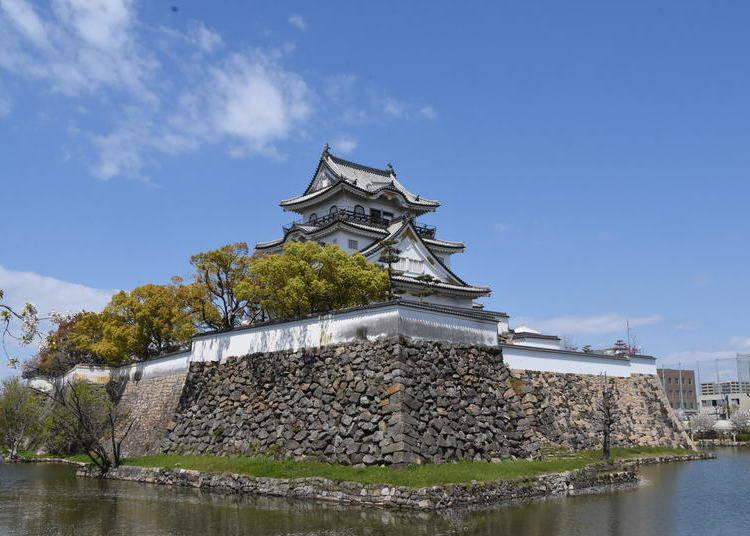 4. Kishiwada Castle: An Artistic Castle and Garden