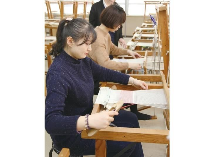 夢中になってしまう手織り体験