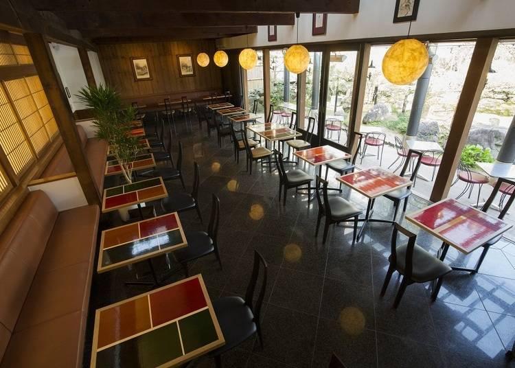 원래의 제다장(차를 만드는 곳)의 분위기를 그대로 간직한 멋스러운 카페에서 힐링타임