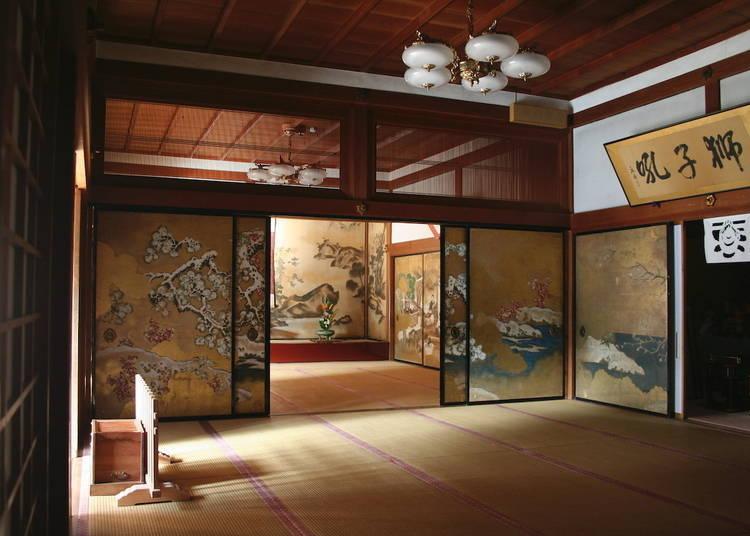 1. Hongaku-in – A Stunning Garden and Elegant Fusuma