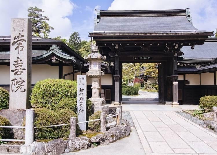 4. Joki-in – Temple Stays at the Heart of Mount Koya!