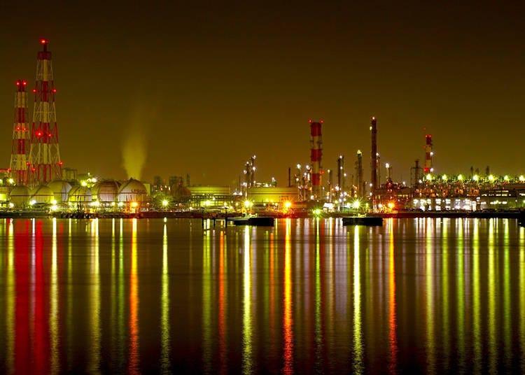 10. Sakai Senboku Coastal Industrial Zone: A Nighttime View that Looks Like a Space Station!