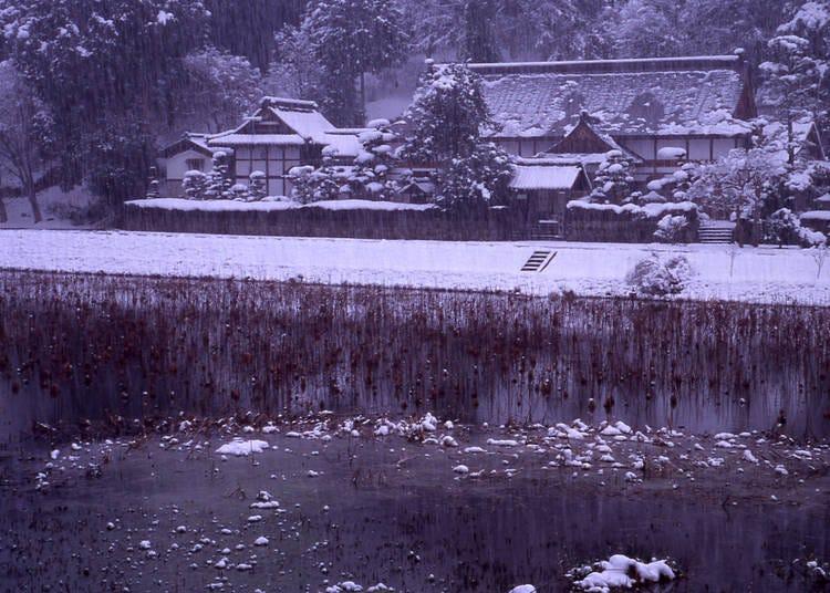3.雪化粧をした寺の全景が美しい「楞厳寺」
