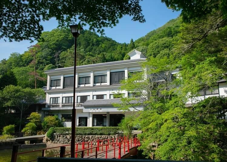 4.名湯に心と体が休まる、創業300年 の宿「塩田温泉 湯元 上山旅館」