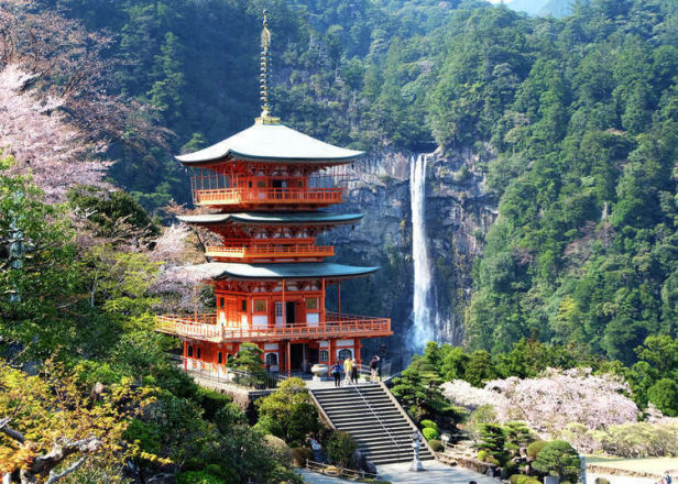 From Castles to Gorgeous Lakes: Japan's Most Breathtaking Views!