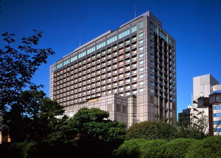3. Kyoto Hotel Okura: Within walking distance from Kyoto Gyōen National Garden and other sakura spots