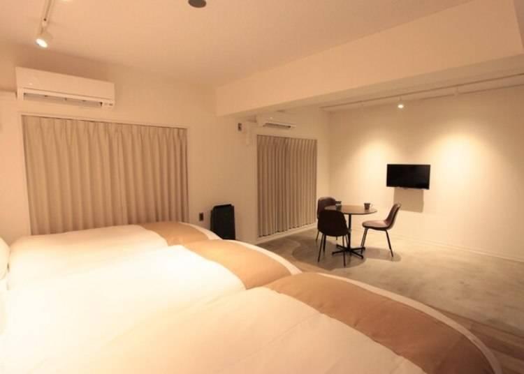 在簡約且寬敞的標準房裡,渡過悠閒的夜晚。
