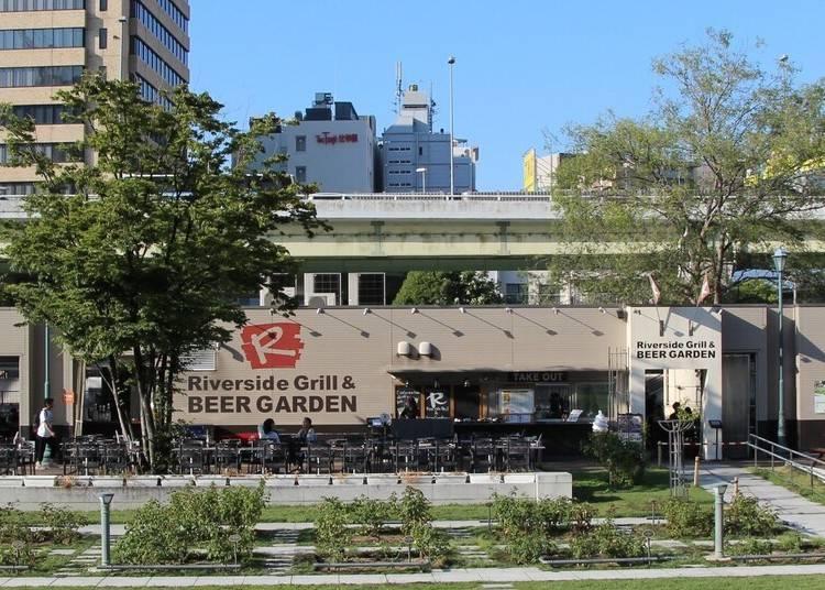 """2.緑豊かなリバーサイドで韓国BBQを堪能「""""R"""" RIVERSIDE GRILL&BEER GARDEN」"""