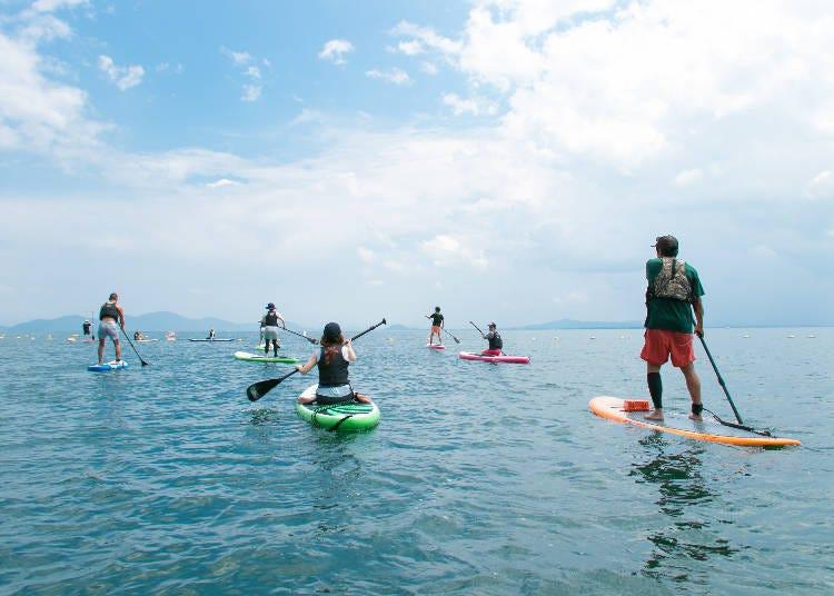 3.琵琶湖の透明感ある湖面でSUP【滋賀】