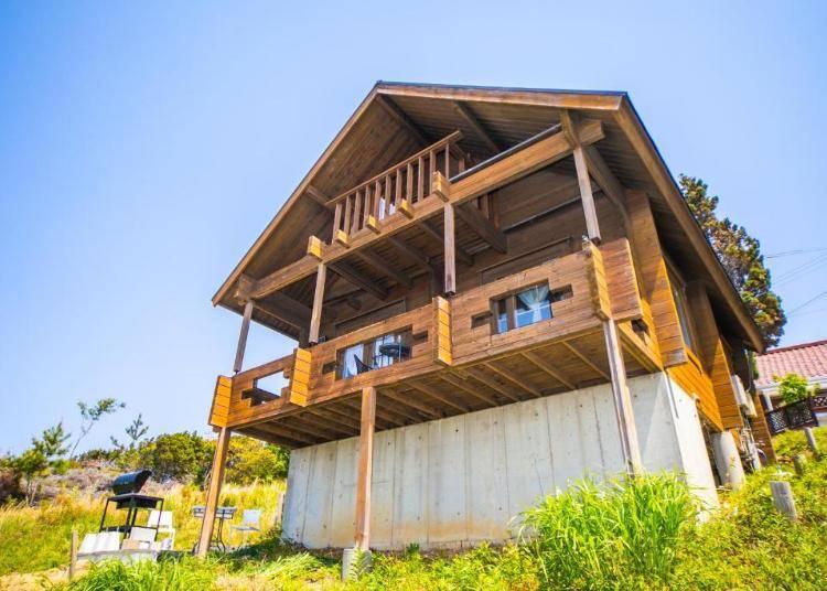2.高台から海が一望できるログハウス「Awaji Seaside Log house in goshiki」【兵庫県淡路島】