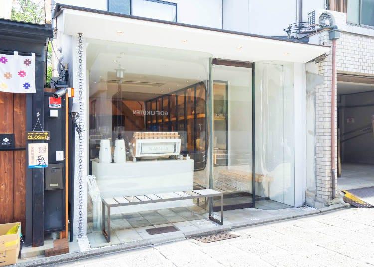 모든 '아라비카 교토'의 기준이 되는 매장, 히가시야마점으로!