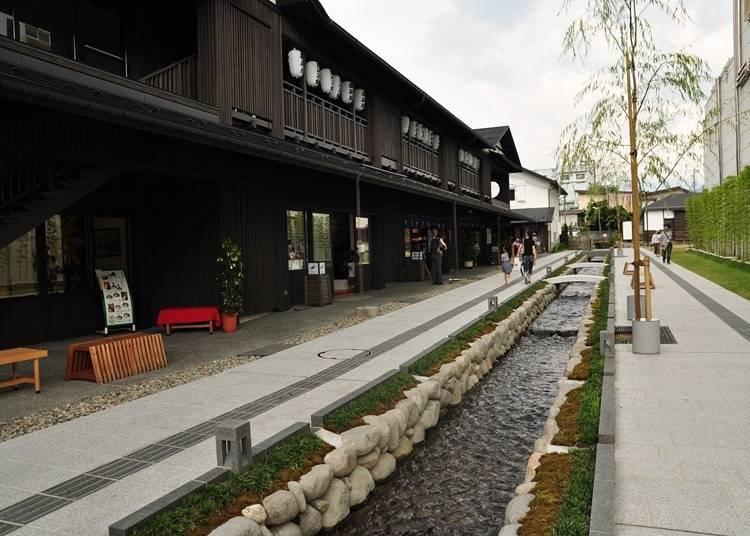 10. Take a break at the scenic canal district of Nanukamachi Gotenzeki