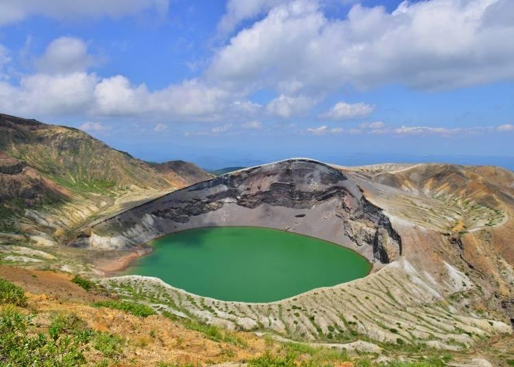 4.神秘的な火口湖・御釜を間近で眺める