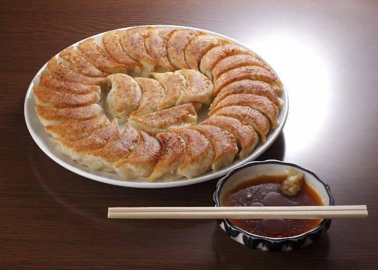 15.野菜たっぷりの餡が入った「ふくしま餃子」を堪能