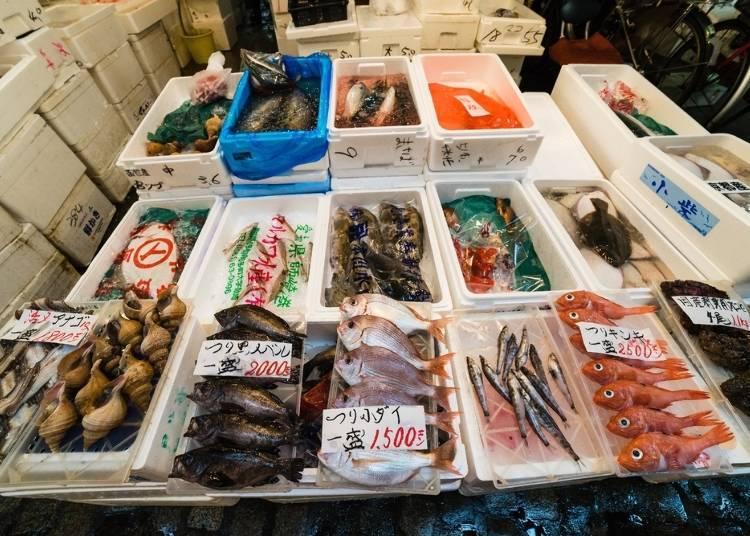 7.테라도마리의 생선시장 거리에서 음식을 즐긴다